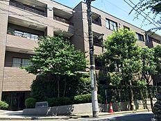 代々木公園まで徒歩2分、閑静な住宅街の代々木5丁目アドレスです。