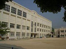 小学校神戸市立 板宿小学校まで593m