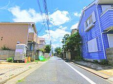 低層エリアのゆとりある住環境に将来6mまで広がる道路に面した住環境と資産性を兼ね添えた好立地です。建物参考プランもご用意しております。お気軽にお申し付けください。