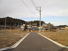 前面道路は幅員約5mございます。