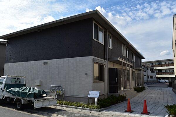 京都府久世郡久御山町島田堤外の賃貸アパートの外観