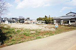 敷地面積は広々約87坪ございます。