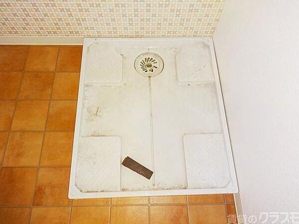 マンションサルナートの洗濯機も室内です。