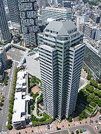 外観(33階建の超高層マンション)