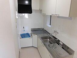 吊り戸のあるキッチンは収納量も確保できます。