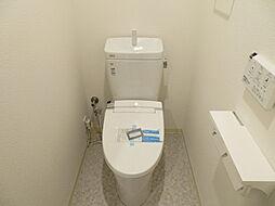 洗浄機能付きのトイレも新品なので気持ちが良いですね。