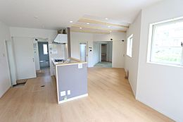 和室を合わせると20帖以上の広々空間。