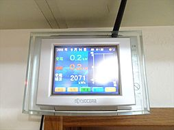 太陽光発電システムに蓄電池も設置済み。貯めた電力を使用できるので電気代の節約になります。(2018年9月14日撮影)