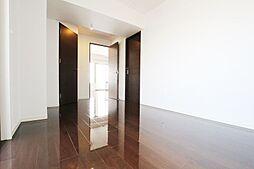建具と床色の色調は統一感があり、お洒落な雰囲気です。