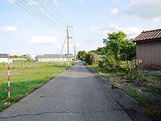 見通しの良い前面道路です。