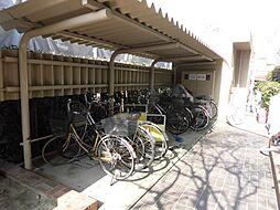 駐輪場・駐車場もございます。屋根付きなので自転車の劣化防止にもなります。