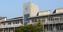 守谷市立守谷中学校(375m)