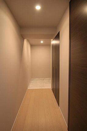 玄関と廊下はこ...