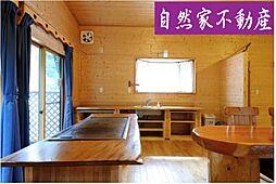 自然豊かな東条湖湖畔の森の家 駐車場3台 2LDKの居間
