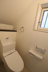 窓付きの清潔感あるトイレ2019年7月撮影