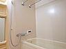 浴室乾燥機付きです。お洗濯物が乾きにく梅雨の時期や、寒い冬にも便利ですね。