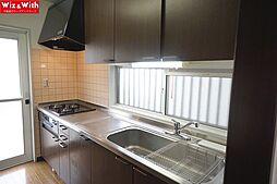 熱がこもりやすいキッチンに窓と勝手口があることで風通しがよくなりキッチンでの調理も苦にはなりません。