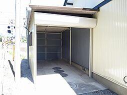 リフォーム済 車庫写真です。バイクやスノータイヤ、花壇用具などを収納いただけます。