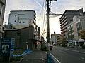 建物前面の道路...