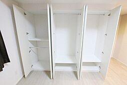 各居室ゆとりある大きさの収納付きです。