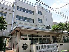 小学校新宿区立落合第三小学校まで880m