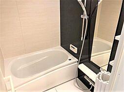 梅雨時に嬉しい浴室乾燥機の設備があり、雨の日のお洗濯も安心。