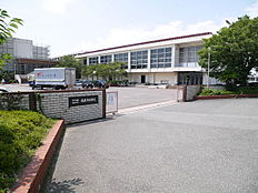稲美町立稲美北中学校まで2436m