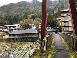 山と川に囲まれた環境