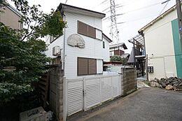 第一種低層住居専用地域に佇む閑静な住宅街です。