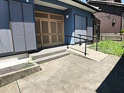 「玄関前」こちらもスロープがあります。