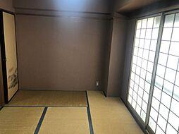 明るい和室。 お客様がいらした時、遊び場など、様々な使い方ができます。