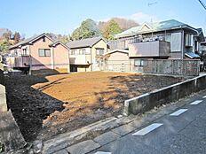南側にゆとりをもったお庭を配置できる土地です。