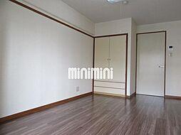 安田学研会館 東棟の明るい洋室