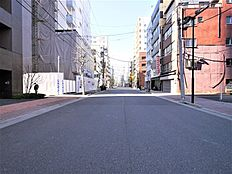 物件の前面道路に接続する北側の道路(2018.1)