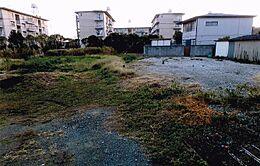 専用通路から宅地を見ています。日当たり良好。JR曽根駅から徒歩5分と駅近物件です。