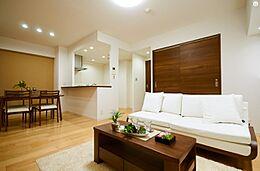 LDKは一体でありながらも、食卓とくつろぎの空間がそれぞれ確立できるゆとりのスペースです。