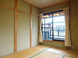 6帖:2階にもある和室ではお茶を飲んだりゴロンと寝転がって本を読んだり、リラックススペースとしてお使いいただくのもいいですね。