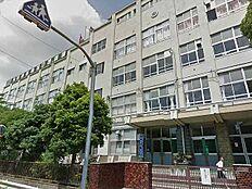 伊興中学校…徒歩5分/350m