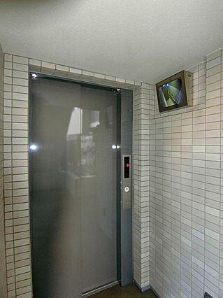 エレベーター横...