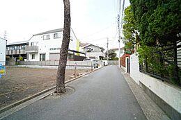 広々約4m道路で車庫入れも楽々です。