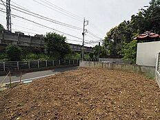 東急東横線「田園調布」駅より徒歩7分、「多摩川」駅より徒歩4分の閑静な住宅街の土地です。