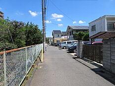 前面道路からの周辺の環境、閑静な住宅環境です。
