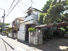 第一種低層地域のため、周りには高い建物がなく閑静な住宅地です。(平成30年5月21日撮影)