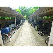 敷地内に駐輪場完備しております。
