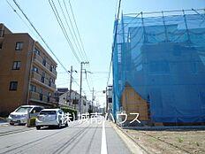 南側前面道路含む現地外観:平成30年6月4日撮影