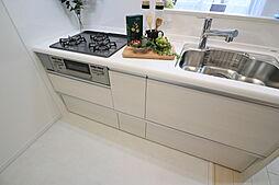 開放感のある対面式キッチンを採用しました