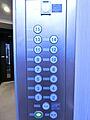 エレベーター内...