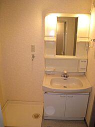 プライマリー大和の使いやすい洗面所です。室内洗濯機置き場有り。
