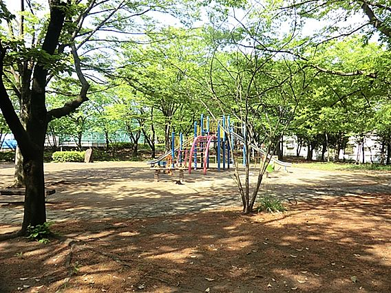 西菅公園は、多...