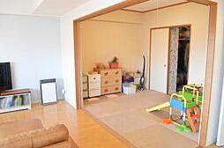 リビングと続き間で開口部の広い和室